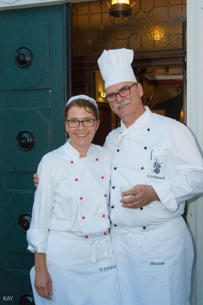 Küchenmeister Uwe Früchtenicht mit weißer Kochmütze